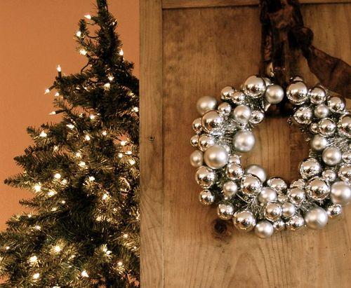 Lisa Leonard - Jingle Bell Wreath Photo