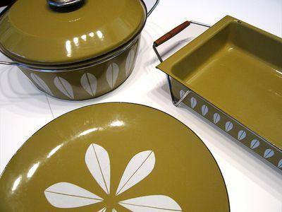 Retro Dishes photo by atravellingmom (flickr)
