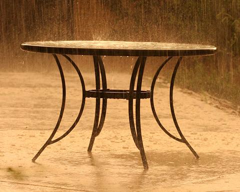 Rainy table_edited