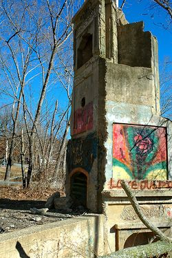 Monte Ne Ruins photo by Clinton Steeds